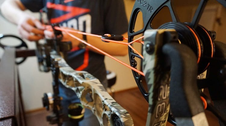 Adjusting Compound Bow String